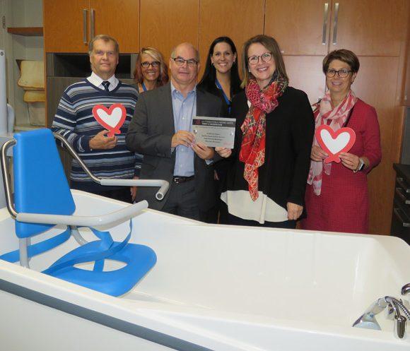 Salle de bain spécialisée en gériatrie : un projet de 116 000 $ réalisé grâce au soutien de la Fondation À Notre Santé de l'hôpital HDA