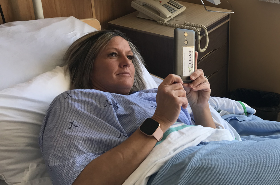Don de cellulaires de Telus pour permettre aux patients de communiquer avec leur famille